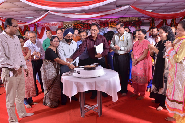 Mrs. & Mr. A. S. Lamba, Whole Time Director & Group Chief Executive, LTMHPS, Cutting the cake along with BU Heads and Seniors