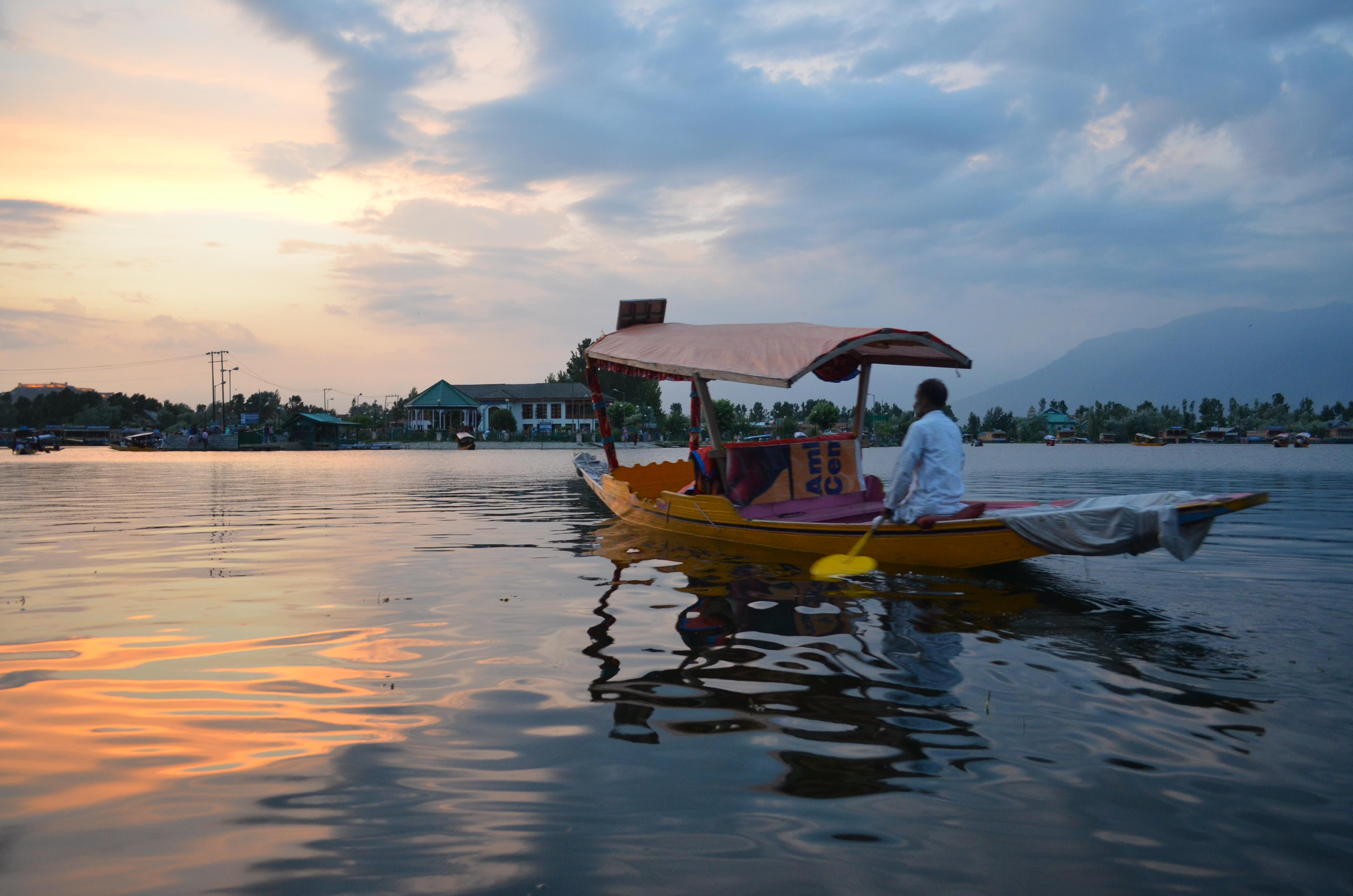 dal-lake-kashmir-meetu-chadha-rbg